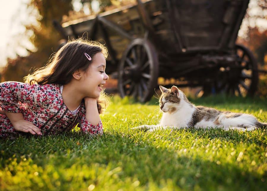 bambina-gatto